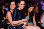 Selena Gomez, Katy Perry y Kristen Stewart en los 'Kids Choice Awards' - Noticias de johnny deep