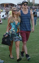 Robert Pattinson, Kristen Stewart, Katy Perry asistieron al Festival Coachella - Noticias de paris hilton