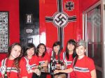 Cierran bar en Indonesia por estar decorado con temática nazi  - Noticias de adolf hitler