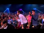 Harry Styles de One Direction realizó un divertido baile en la ceremonia de los Teen Choice - Noticias de harry baile