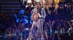 Miley Cyrus realizó atrevido baile en los MTV Video Music Awards 2013 - Noticias de oso gris