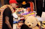 Chris Brown realiza obra de caridad tras problemas - Noticias de chris brown