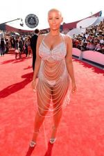 stdClass Object ( [uid] => 0 [hostname] => 10.138.51.175 [roles] => Array ( [0] => anonymous ) [session] => [cache] => 0 ) Amber Rose lució casi desnuda durante los MTV Video Music Awards - Noticias de anonymous