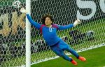 Guillermo Ochoa y sus espectaculares atajadas en amistoso ante Chile - Noticias de chile