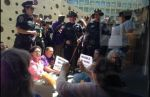 Hispanos protestan en evento de Apple por brecha salarial - Noticias de apple