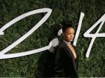 Rihanna lució sexy escote en los British Fashion Awards 2014 - Noticias de victoria beckham