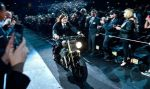 The Walking Dead: Norman Reedus hizo su ingreso a la premiere en moto - Noticias de greg williams