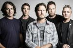 "Pearl Jam toca cover de ""Draw The Line""			 Rinden homenaje a Joe Perry  			 - Noticias de eddie vedder"